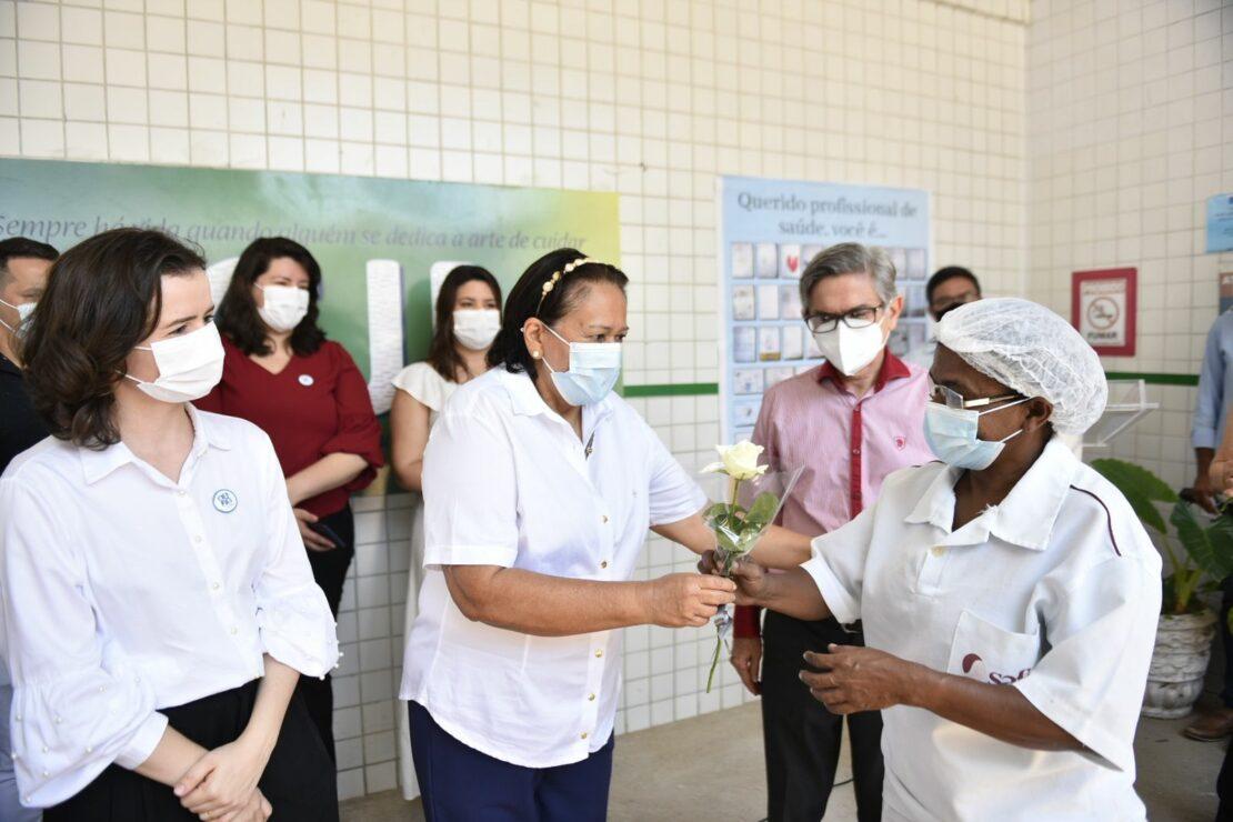 Governo consolida mudança do Hospital João Machado e homenageia trabalhadores da saúde